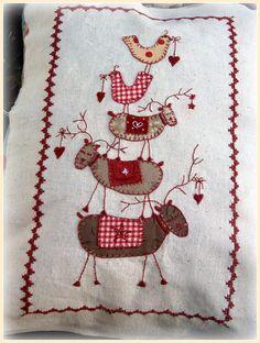 Lynette Anderson Christmas Quilt... http://kandipandi.blogspot.co.uk/
