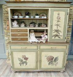 MENTŐÖTLET - kreáció, újrahasznosítás: december 2015 Shabby Chic Furniture, Furniture Decor, Painted Furniture, Vintage Decor, Vintage Designs, Chabby Chic, Furniture Makeover, China Cabinet, Interior Inspiration