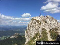 Veľký Rozsutec 1610m v pozadí Malý Rozsutec 1343m  ....... Naozaj skvelá inšpirácia na dnešok či víkend od @lukaszavadsky  #slovakia #slovensko #nahory #folkies #goodideaslovakia #mountains #rocks #nature #trip #travel #traveling #beautifulday #beautifulview #view #hills #bluesky #clouds #trees #forest #valley #adventure #explore @slovakia.travel @folkies.sk @pripijam