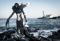 From the series 'Prophecy' by the beninese photographer Fabrice Monteiro who lives and works in Dakar, Senegal. Inspired by the art photographer Fabrice Monteiro and the Senegalese stylist Doulsy,. Africa Day, West Africa, Senegal Africa, Colossal Art, Environmental Issues, Photo Series, Destruction, Vivienne Westwood, Avatar