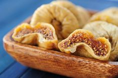 You may add dried fruits in your cereal for a healthy breakfast. We therefore recommend snacks for healthy eating and healthy living, fitness and diet for health. Fig Recipes, Greek Recipes, Healthy Recipes, Dried Figs, Dried Fruit, Healthy Fruits, Fruits And Veggies, Figs Benefits, Health Benefits
