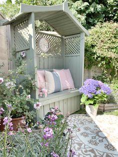 Garden Arbour Seat, Garden Arches, Garden Seating, Outdoor Seating, Cottage Garden Design, Small Garden Design, Cottage Patio, Small Courtyard Gardens, Small Gardens