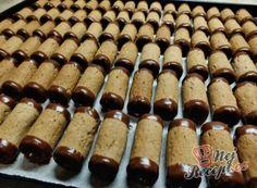 Nejlepší recepty na ořechové cukroví – pečené a nepečené varianty | NejRecept.cz Poppy Cake, Baked Cod Recipes, Pizza Sandwich, Food Themes, Gingerbread Cookies, Nutella, Baked Goods, Sausage, Sweet Tooth