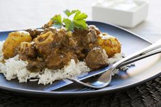 Durban Mutton Curry Recipe - When in Durban, eat curry! - My Easy Cooking - Christoline Namzi - Durban Mutton Curry Recipe - When in Durban, eat curry! - My Easy Cooking - Oxtail Recipes, Lamb Recipes, Curry Recipes, South African Dishes, South African Recipes, Indian Food Recipes, Lamb Dishes, Curry Dishes, Food Dishes