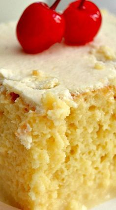 The Best (And Easiest) Tres Leches Cake - Cake Recipes French Vanilla Cake, Vanilla Cake Mixes, Just Desserts, Delicious Desserts, Yummy Food, Easy Cakes To Make, Tres Leches Cake, Gateaux Cake, Comida Latina