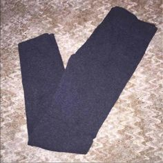 Grey leggings Only worn twice. Size m/L but I wear a small and these fit great it's also stretchy and so comfy Pants Leggings