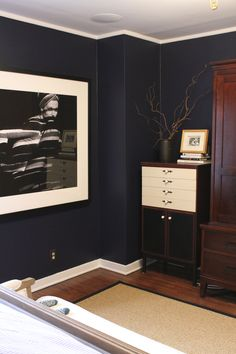 Ralph Lauren Club Navy jadore pour notre chambre havinnes. Wall paint,carpet, picture. Navy beautiful with chocolate furniture