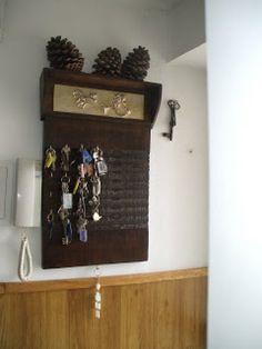 Imagen 0 Ideas Paso A Paso, Dollar Stores, Wine Rack, Liquor Cabinet, Decoupage, Entryway, Diy, The Originals, Antiques