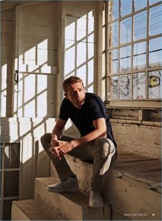Sitting for a portrait, Charlie Hunnam wears a casual look.