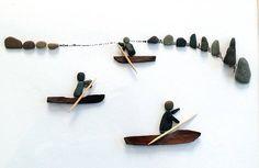 Un kayaker di immagine di pietra - tipo di ghiaia- Un bellissimo regalo per ogni occasione, soprattutto per i pescatori. Le mie immagini di pietra sono sempre uniche e così caratteristico, essi sono costituiti da ciottoli e pietre della spiaggia. Limmagine è lavorato su faesite e