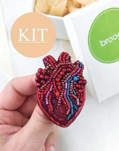Simple Hand Embroidery Patterns, Cute Embroidery, Bead Embroidery Jewelry, Beaded Jewelry Patterns, Embroidery Kits, Beaded Embroidery, Beading Patterns, Anatomical Heart, Brooches Handmade