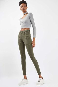 In a cool high-waisted fit, the MOTO Jamie is the original rock n' roll skinny jeans that we fell in love with all those years ago. Crafted from a super-stretchy khaki cotton blend, for our signature soft denim feel, the iconic style includes multiple pockets, a top button fly and super rip details for an edgy vibe #sponsored