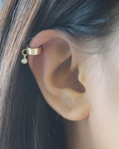 Simple cuff earring with tiny dangling Swarovski crystal. Attached to the cuff is a sparkling Swarovski crystal to give it just a tiny bit of bling! Wear this thick gold or silver cuff on the helix/ca