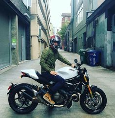 Ducati 1200 monster Custom Motorcycle Helmets, Racing Helmets, Enfield Motorcycle, Women Motorcycle, Yamaha Bikes, Ducati Motorcycles, Vintage Motorcycles, Ducati Desmo, Moto Ducati