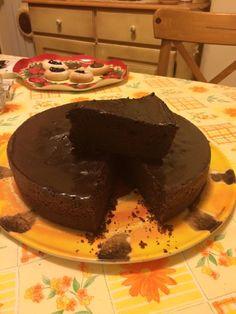 Torta al vino rosso Bimby, Il profumo del vino e il sapore del cioccolato in una soffice e gustosa torta NON ALCOLICA! Ingredienti: 60 gr di cacao amaro,...