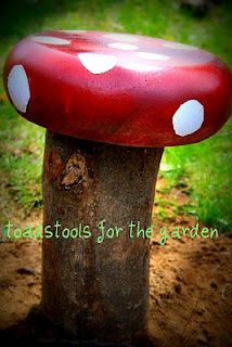 Those big old salad bowls and a stump.  Got to make a few of these for our backyard.