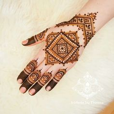 Henna is the most traditional part of weddings throughout India. Let us go through the best henna designs for your hands and feet! New Bridal Mehndi Designs, Palm Mehndi Design, Mehndi Designs 2018, Stylish Mehndi Designs, Mehndi Design Pictures, Mehndi Images, Finger Henna Designs, Mehndi Designs For Fingers, Henna Tattoo Designs