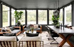 Ultra chic farmhouse style dwelling in the village of Sag Harbor Modern Farmhouse Design, Modern Decor, Sunroom Decorating, Decor, Rustic House, Modern Rustic Homes, Modern Room, Home Decor, Three Season Room