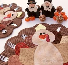 TURKEY PLACEMAT TUTORIAL by Tammy... It's a cute little turkey that has pocket feathers for the silverware and napkin. Perfect for children and fun for adults, too!
