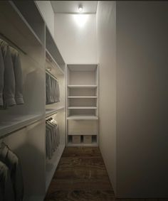 Die Wandgestaltung im begehbaren Kleiderschrank ist schlicht in Weiß gewählt