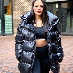 Down Winter Coats, Winter Jackets, Moncler Jacket Women, Down Suit, Snow Gear, Down Puffer Coat, Puffy Jacket, Photo Instagram, Cool Girl