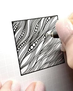 Doodle Art Drawing, Zentangle Drawings, Mandala Drawing, Cool Art Drawings, Pencil Art Drawings, Zentangle Patterns, Patterns To Draw, Spiral Drawing, Black Pen Drawing