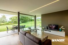 Fotogallery casa in legno Novara - Kager Italia Modern Glass House, Modern House Design, Luxury Homes Interior, Home Interior Design, House Structure Design, Flat Roof House, Architectural House Plans, Architect House, Home Decor Trends