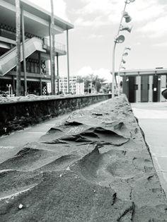 Fragmentos de la urbe 39. #design #graphicdesign #diseñografico #diseño #streetphotography #fotografiadelacalle #picoftheday #fotodeldia #matostudiodesign @matostudio #blackandwhitephotography #blancoynegro #photoshoot https://www.facebook.com/MatostudioDesign/