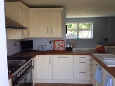 This beautiful, warm peninsular provides some very needed storage and worktop without closing the room in.