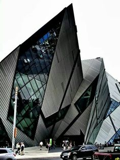 - ☮k☮ Royal Ontario Museum, Toronto. The Crystal, extension by Daniel Libeskind, architect. Architecture Design, Architecture Antique, Museum Architecture, Futuristic Architecture, Beautiful Architecture, Contemporary Architecture, Constructivism Architecture, Contemporary Design, Black Architecture