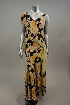 Huge floral prints were all the rage in the early 1930s as seen with this gorgeous bias-cut garden party dress by Madame Jane dating to 1930.