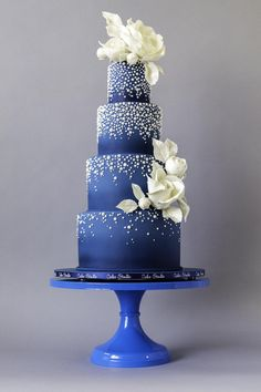 Midnight blue wedding cake with cascading pearls by Nina Notaro on satinice.com!