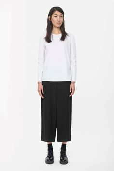 COS | Loose-fit cropped trousers