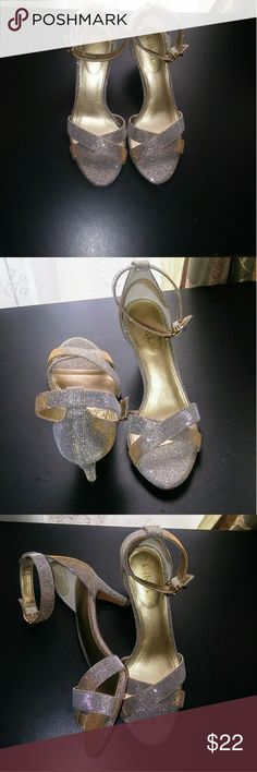 Kelly & Katie Glitter Fabric Heels This pair of heels are gently used and like new. Has minor wear at the straps. Nice glitter fabric, silver and gold color scheme. Shimmers in lighting and great for occasions! Great styled with dress/skirt or jeans as desired! Kelly & Katie Shoes Heels