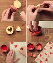 Potato stamp activities for preschool Valentines Bricolage, Valentine Crafts, Craft Stick Crafts, Preschool Crafts, Potato Stamp, Valentine Chocolate, Gift Wrapping Paper, Wrapping Ideas, Homemade Valentines
