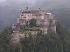 Searching for Castles in Austria? Visit castles & museums in Salzburg & find great places for sightseeing in Austria. Medieval castles are waiting for you. Beautiful Castles, Beautiful Buildings, Beautiful Places, Amazing Places, Chateau Medieval, Medieval Castle, Medieval Fortress, Hohenwerfen Castle, Photo Chateau