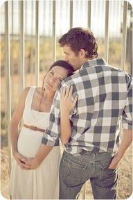 waaaay cute maternity pic by gina