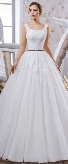 Charming Tulle Scoop Neckline A-line Wedding Dress With Lace Appliques & Beadings