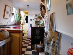 Your Home is Lovely: interiors on a budget: Real homes: a central London houseboat, frugally styled Houseboat Decor, Houseboat Living, Canal Boat Interior, Barge Interior, Narrowboat Interiors, Make A Boat, Floating House, Tiny House Movement, Tiny Living