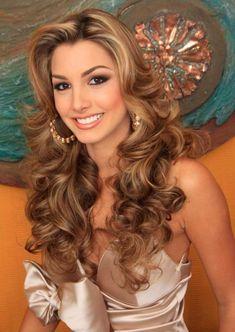 Caroline Medina Pictures in 2020 Beautiful Long Hair, Gorgeous Hair, Beautiful Women, Beautiful Beach, Brunette Hair, Blonde Hair, Wedding Hair Inspiration, Layered Hair, Bride Hairstyles