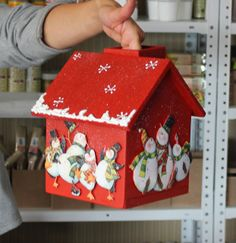 Teşekkürler.... this is so cute. i think that she combined painted birdhouse and papercrafting very sucessfully. thank you, j