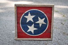 Rustic Tennessee Tristar Square Made From Pallet Wood by crtcreative on Etsy… Tennessee Flag, University Of Tennessee, Tennessee Volunteers, Fraternity Coolers, Vintage Flowers Wallpaper, Cooler Painting, Barn Wood Signs, Pallet Art, Pallet Flag