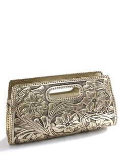 Que Chula Sobre Grande Handtooled Leather Clutch Purse in Gold