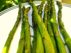 Asparagus on the grill in the oven or on the stove top - rolled in olive oil and sprinkled with salt, pepper and Italian seasoning - one of my all time favs. Stove Top Grill, Grilled Asparagus, Herd, Italian Seasoning, Entrees, Grilling, Oven, Rolls, Healthy Eating