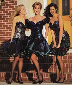Just Seventeen — October Alyce Designs 90s Prom Dresses, 80s Prom, 80s Dress, Retro Dress, Vintage Prom, Vintage Gowns, Retro Outfits, Vintage Style Outfits, Moda 80s