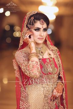 This app includes a collection of best handpicked Indian Bridal Dresses. Indian Bridal Photos, Indian Bridal Outfits, Indian Bridal Fashion, Indian Bridal Wear, Pakistani Bridal, Bridal Dresses, Wedding Outfits, Bridal Lehenga, Bengali Bride