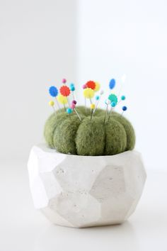 Make a lil' wool cactus to store your pins in------ Tons of creative DIY projects to keep you busy this summer. Cool Diy, Pincushion Tutorial, Craft Projects, Projects To Try, Diy And Crafts, Arts And Crafts, Do It Yourself Projects, Crafty Craft, Pin Cushions
