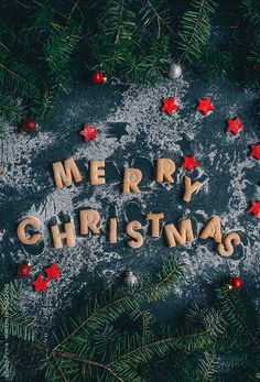 Christmas time, merry little christmas, white christmas, christmas flatlay, merry christmas pictures Christmas Flatlay, Christmas Mood, Merry Little Christmas, Noel Christmas, Merry Christmas Photos, Merry Christmas Wallpapers, Christmas Cookies, Christmas Tumblr, Merry Christmas Background