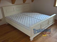Manželská postel, dubové dřevo, nastřik krycí bílou barvou, patinované.