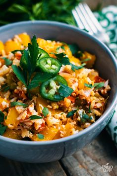 Try this Southwest-Style Vegetable Chowder recipe, or contribute your own. Rice Recipes, Paleo Recipes, Whole Food Recipes, Cooking Recipes, Paleo Dinner, Dinner Recipes, Paleo Cauliflower Rice, Paleo Rice, Cauli Rice